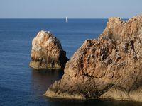 J'ai toujours trouvé que les bateaux ajoutaient à la rêverie de l'ailleurs....comme un symbole de la quiétude et de l'accomplissement...