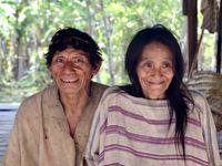 Direction Puerto Maldonado en Amazonie. L'occasion de rencontrer des agriculteurs étonnants, n'est ce pas Victor, et une famille d'indiens qui m'ont rappelé par leur déconnection les tribus Emberas et Kunas (San Blas) que j'avais visitées et avec qui j'avais partagé quelques jours au Panama. Observer ces indiens c'est aussi l'assurance de se reconnecter avec soi (pour peu que l'on soit un peu perdu) car ils sont parfaitement alignés avec eux mêmes, vivent en parfaite synergie avec la nature et respectent leur propre rythme...