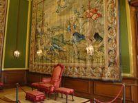 Salle du grand trone, salle du petit trone, salle du petit petit trone. Salle du lit et salle du petit lit !