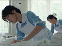 De gauche à droite, il y a Jae-gyun Yoon, Jung-min Hwang (Deok-su) et Yoon-jin Kim (Yeong-ja)