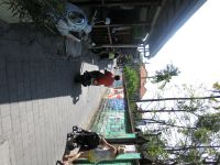 Une des postes. Dans un renfoncement, le lieu où avec Fred où il avait négocié la location de scooters (il avait garder la facture de son année précédente :). Photos suivantes en remontant vers le carrefour du Frog