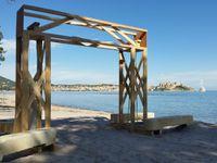 Montage de l'arche sur la plage conception Carole & Michel