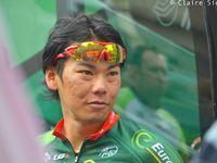Cycliste en porcelaine de Limoges distribué à toutes les équipes / Raymond Poulidor et David Menut / Yukiya Arashiro