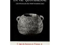 FORT HARROUARD (Sorrel Moussel) entre l'Eure et la forêt de Dreux. 6000 ans d'histoire. Beaucoup d'objets préhistoriques sont exposés au Musée de la Préhistoire de St Germain en Laye. Les poteries sont visibles au musée Marcel Dessal de Dreux.