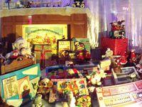 Et la traditionnelle décoration de la vitrine du Bazar de la Gare