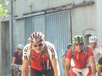 Les cyclistes (et oui, il y en a en sens inverse !!!) ... et les spectateurs !