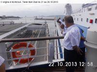 Cliquez pour agrandir les photos. Le Commandant du Ferry Tarik Ibn Ziyad  T.Khellaf L'œil vigilant pendant la manœuvre d'accostage du ferry au port de Marseille la Joliette