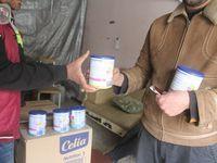 Distribution de lait pour bébé à Alep