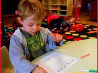 Des ateliers de mathématiques, préalablement préparés en activités motrices et en manipulations .