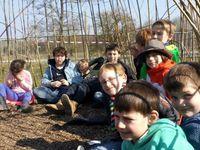 Avec le retour du printemps...notre premier conseil de classe dans notre cabane en saule