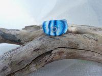 Voici donc d'autres pièces de ma collection bleue : un collier et des BO coeurs, des bagues tout fimo et sur supports, ainsi que des BO. Il y en aura d'autres qui ne sont pas encore montés J'espère ne pas vous lasser !