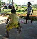Mention spéciale a ces deux sports traditionnels - très très physiques.... Le sey avec un volant en plumes et le sey doc avec une balle en bambou.