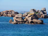 La côte de granite rose vue par la mer