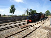 arrivés vers la gare de Noyelles, on croise le petit train qui revient de St Valery avec la belle loco à vapeur que nous auront au retour