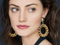 Into The Gloss : Phoebe Tonkin