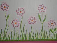 coffre à jouet et commode rose à fleur