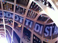 """Le petit côté """"grenier magique"""" du plafond du Pavillon France, onirique sans être ostentatoire, ça répond bien avec ce que le reste de la scénographie invite à réfléchir"""