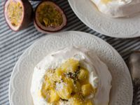 Pavlova aux fruits exotiques &amp&#x3B; à la noix de coco