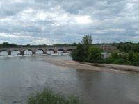 La Loire et l'Allier s'entremêlent pour ne faire qu'un.