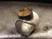 Le serti d'or ajuste et soude dans le corps&#x3B; La douille  de confort soudee&#x3B; La bague prete a etre sertie.