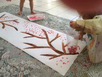 Les arbres en fleurs à l'aide des bouteilles de plastiques.