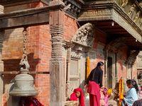 Scènes de la vie quotidienne dans les villages et sur les marchés.  Sourires, couleurs et parfums exotiques sont au rendez-vous !