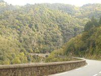 Vallée de l'Eyrieux superbe et ses cultures en terrasse, un travail titanesque d'un autre temps.
