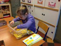 Les jeux de lettres: Reformer des mots avec des lettres majuscules et des lettres minuscules à l'aide de modèles.
