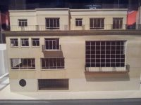 Villas et immeuble à Boulogne-Billancourt. Beaucoup d'oeuvres exposées ici proviennet de la colelction du Musée des Années 30 logé à l'espace landowski de Boulogne-Billancourt.