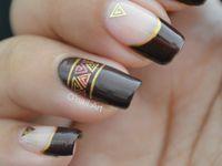 "Stickers métal or triangle sur ""X"" China Glaze"
