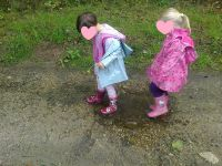 Le plaisir de marcher dans les flaques d'eau avec des bottes...