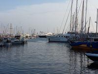 Sur la route de Cannes avec Carcassonne (bon ok il faut zoomé), la marina et la plage et la file d'attente !