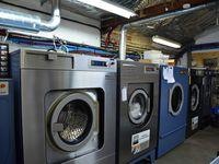 Locaux ventilés, dosage précis des produits lessiviels et matériels performants : l'atelier de la rue du Port assure le nettoyage pour les deux sites de C2K Pressing