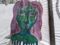Les créations de Sloast mettent en scène la femme dans sa diversité, sa richesse et ses luttes.