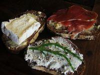 Menu aux fruits et légumes locaux bio, tartinades gourmandes en apéro et sérigraphie de moutons sur tous supports...