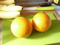 Eplucher et couper en en quartier les fruits !!!