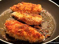 galettes de pommes de terre, filet de poulet panés, la sauce (mayonnaise + poivre)