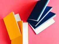 Cahiers de 32 pages (2 feuilles  A4), environ 10,5 cm * 7,5 cm.