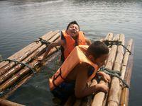 Thaïlande : Aam et Alex s'éclatent sur le radeau...