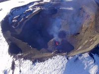 Villarica: summit crater of Evolution: from left to right, in 2000, 2004 and 2007.- a click to enlarge - Doc. GVP & Panoramio