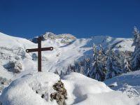 Les chalets d'alpage au col de Cherel et les sommets environnants.