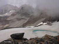On tourne le dos à Val d'Isère pour monter à travers les névés, dominer un joli lac gelé et découvrir le col de la Galise et le Grand Cocor.