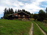 De l'ancienne auberge de Manant à l'alpage de Tandieu où l'on trouve même une salle de bains de plein-air, jusqu'au chalet de Tanieuvre.