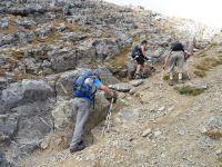 En tournant le dos au Petit Perron, la montée finale et l'arrivée au sommet.