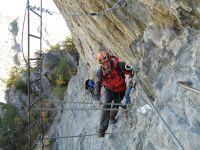 La traversée parfois déversante, l'échelle, le passage dans la grotte et la sortie vertige sur le plateau.