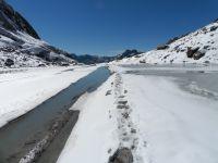 Le lac des Vaches, vers l'aval, puis vers l'amont.