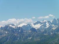 Les Aiguilles d'Arves et de nombreux autres sommets.