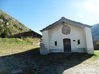 Au départ depuis la chapelle Marie Madeleine. Sur le sentier on finit par arriver à un hameau en ruines.