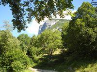 Le site qui domine St Pierre d'Entremont et les premières longueurs sur la via.