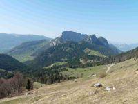 Banc Plat. Face au roc des Boeufs. Une vue plus générale de la montagne du Charbon.